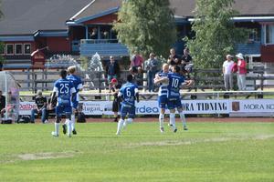 Jubel i IFK Mora efter Goran Cuckovics ledningsmål.