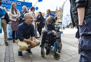 Jan Björklund tog sig tid att prata med Henrik Fannkvist som tycker att det är viktigt med LSS-frågan, lagen om stöd och service till funktionshindrade.
