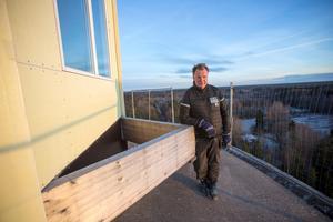 Tony Nordströms plan att bebygga vattentornet i Hagaström med ett hus högst upp börjar ta form. Han räknar med inflyttning till julen 2018.