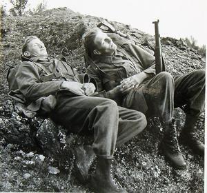 För de som uthärdat krigsvintrarna var det förstås njutbart när våren kom.Foto: AMF Bildarkiv, Krigsarkivet.
