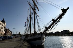 Härnösand visade upp sig från sin allra bästa sida när fartyget anlände under lördagen och många blickar drog hon till sig.