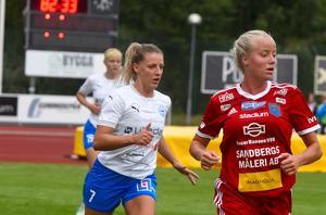 IFK Värnamo, här genom vittröjade Sefika Muratovic, möter på fredag kväll Ulricehamn hemma.