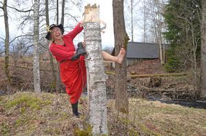 Mira-Maja heter den nya karaktären som presenteras när Hyttans hemligheter ska ha sin andra sommarsäsong. Maria Lindstedt är då en av två personer som kommer att gestalta denna skojfriska figur.Pressfoto: Ulrika Ringvall