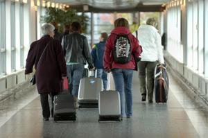 Regeln att förorenaren ska betala för sig måste gälla också för flygresenären, skriver debattören. Foto: TT