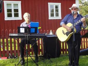 Torkel Selin turnerar nu med Tomas Bergius. Under många år var det tillsammans med dragspelaren Sone Banger. Foto: Kjell Larsson