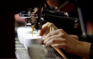 Oavsett kaffevariant är det ofta dyrt att köpa på fik.Bild: Fernando Vergara