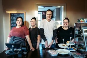 Angela Nyman, Nicole Jakobsson, Christian Klingstedt och Jennifer Rytkönen är reda att servera kunderna i Västra station.