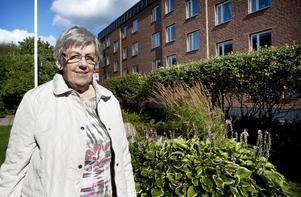 Gunborg Bixo Åslund bor i en bostadsrätt på Furuhällsgatan. Hon hoppas att trenden med befolkningsökning och stigande priser på bostadsrätter och villor håller i sig.