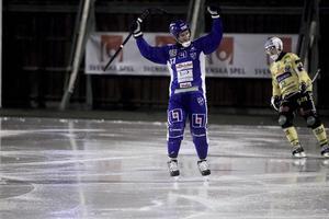 Mikko Lukkarila gjorde ett mål vid Vänersborgs storkross borta mot Broberg. Men det var Söderhamnssonen Jocke Hedqvist som stack ut mest – fyra mål kom från hans klubba.