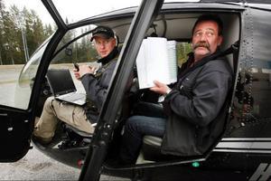 Peter Newman sköter det digitala, medan Uno Nilsson sköter det analoga, under Skogsstyrelsens kontroll av hur skogsägarna sköter sina åtaganden.
