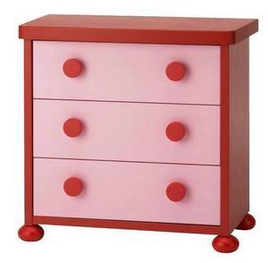 Rött och rosa går faktiskt att kombinera, som här i barnbyrån Mammut från Ikea.