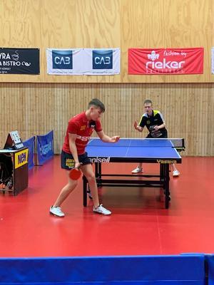 Sam Gustafsson spelar match, en av poolmatcherna i tävlingen.