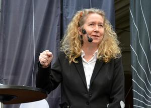 Sofia Andersson från Teater soja spelade kulturminister i Harold Pinters pjäs Presskonferensen.