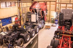 Flera lastbilar åt gången får plats i företagets industrilokal i Vemdalen.