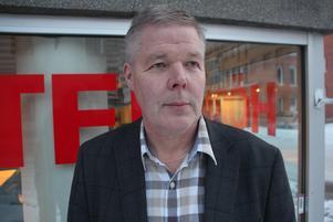 Leif Lindström, V-kommunalråd, vill inte kommentera den kritik som riktas mot honom och som DT visat i tidigare artiklar.