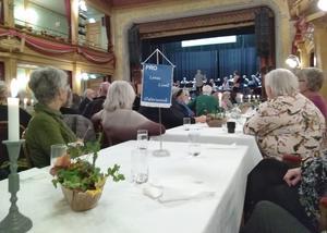 140 medlemmar firade och njöt av Veteranorkestern. Foto: Kerstin Andersson