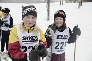 Millye Blomdahl och Brita Klockervold från Ljusnedal ska precis starta.