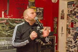 """""""Vi har ju spelat musik nästan hela livet och saknat det. Det här är lite som ett gubbdagis"""", säger sångaren Johan Nises."""
