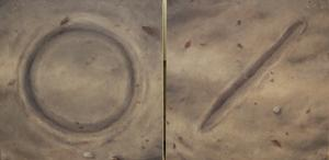 Verk av Gisle Utgarden, symboler liksom skrivna i sand.