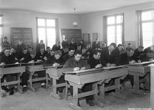 Elever i skolbänkarna 1944.  Foto: Eric Sjöqvist/Örebro stadsarkiv