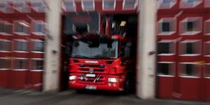Bakaxeln på en lastbilstrailer började brinna.