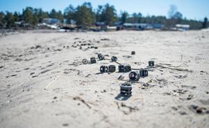 Stranden i Norrvikssand fylldes av plastföremålen som spolats upp från havet.