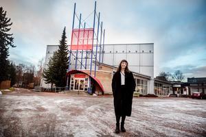 Liz Almqvist utanför Fryshuset i Borlänge.