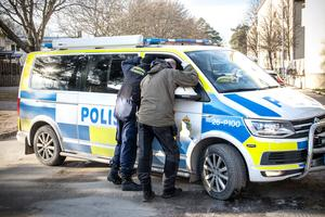 Polisens kriminaltekniker undersökte platsen.
