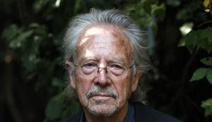 Peter Handke - omtvistad Nobelpristagare. Bild: AP Photo/Francois Mori