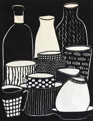 """Inspirerad av pappersklipp gjorde Renée Rudebrant en egenförlaga i just papper till det verk som hon sedan broderade som sitt gesällprov: """"Stilleben i svart"""". Foto: Privat"""