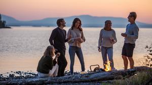 Naturen är alltid nära i Östersund. På några minuter tar du dig till fina vandrings- och cykelleder som för dig ut till natursköna platser, som till Frösön till exempel där du kan njuta av vyer över Storsjön, Åreskutan och Bydalsfjällen, säger Martin Sahlberg destinationschef.