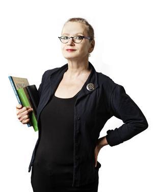 Läs inte bara en roman i år, läs flera, menar Pia Ingström, litteraturredaktör på Hufvudstadsbladet i Helsingfors, vän av både Karl Ove Knausgårds och Ebba Witt-Brattströms verk.