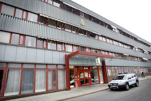 Polisen vill flytta härifrån till ett nytt polishus, men den tänkta platsen har fått nej av kommunen.