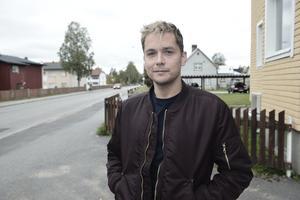 Emil Söder från Sveg är musikalartist i Göteborg.