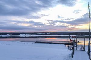 I Tåsjön utanför Norråker ligger Steksundsholmen där Jämtland, Ångermanland och Lappland möts. Fast sedan 1954 då sjön dämdes är holmen ett grund. Det är synligt i alla fall vid lågvattnet på våren då det ligger cirka en meter under vattenytan.