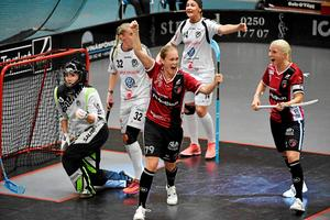 Malin Andréason hittade i vanlig ordning målet mot Linköping. Till höger jublar parhästen Anna Wijk ikapp med Andréason på en bild från en tidigare match den här säsongen.