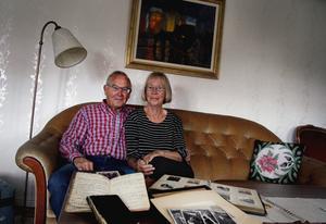 Jennys föräldrar Ingemar och Kerstin Ganse bor i ett radhus i centrala Hudiksvall, men besöker ofta den gamla släktgården i Silja.
