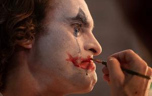 Långsamt växer Jokern fram ur den sjuke Arthur Flecks (Joaquin Phoenix) inre. Foto: Warner Bros.