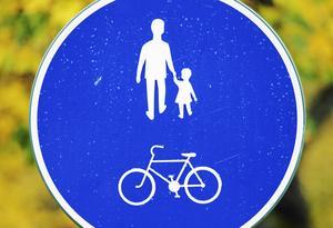 Gemensamma gång- och cykelbanor är inte bra, enligt skribenten.