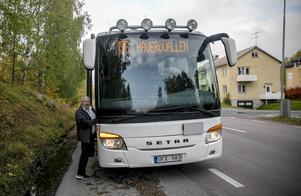 Lennart Oskarsson kör bussen till Haverövallen.