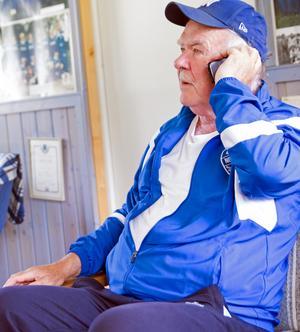Errol Perjos är spindeln i nätet i IF Nornan, och telefonen går varm. I synnerhet i samband med träningar och matcher.
