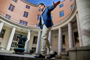 Balanskonst i riksdagens inre. Är man vågmästare så är man. Men Sverigedemokraternas partiledare Jimmie Åkesson siktar högre än så.