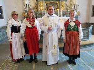 Fr v Hermine von Schéele, Berit Nilsson, Thomas Söderberg, nya kyrkvärden Susanne Zetterström Janérs. Foto: Walters Börje