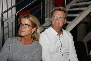 Åsa Wiklund Lång, kommunalråd, och hennes make Anders Lång på Socialdemokraternas valvaka.