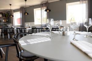 Borden är dukade inför fredagens öppning.