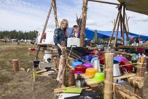 Scouterna bygger som vanligt sina egna läger med träd och rep.
