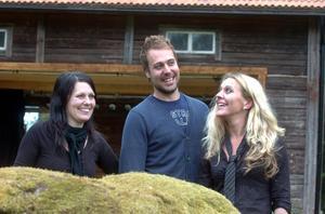 Petra och Jakob Abrahamsson och Linda Netsman slår upp portarna till Freluga trädgårdsscen på söndag och tror på en supersommar.
