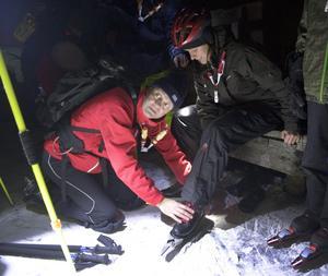 Myggfritt. Perfekta väderförhållanden och en garanterat myggfri kväll. Det tyckte Christer Ericksson samtidigt som han hjälpte Anna Gustafsson att få på sig långfärdsskridskorna.