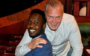 Maslah Omar och Tony Hysing på valvakan i Borlänge.