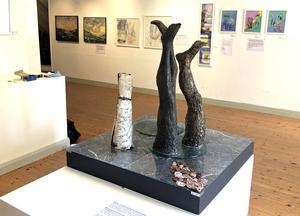 Susanne Torstensson intresserar sig för våra rötter i naturen i sitt verk.